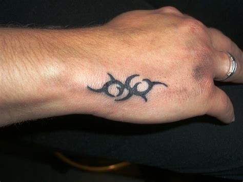 20 kleine hand tattoos designs und ideen 187 tattoosideen com