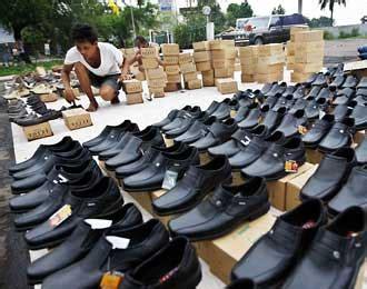 Cat Sepatu Kulit Bandung ternyata cibaduyut bandung adalah kompleks belanja