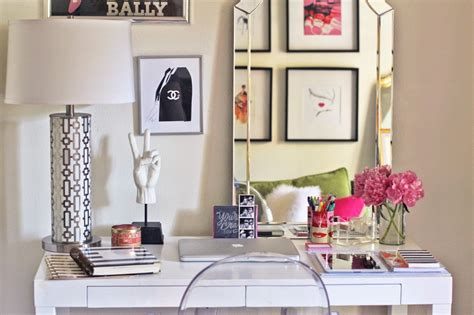 12 Super Chic Ways To Decorate Your Desk Porch Advice Decorate Office Desk