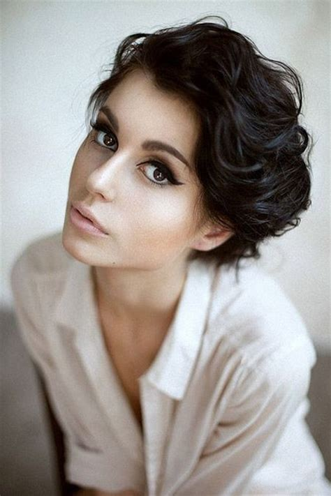 wavy thick hair with a pixie cut 20 popular short haircuts for thick hair popular haircuts