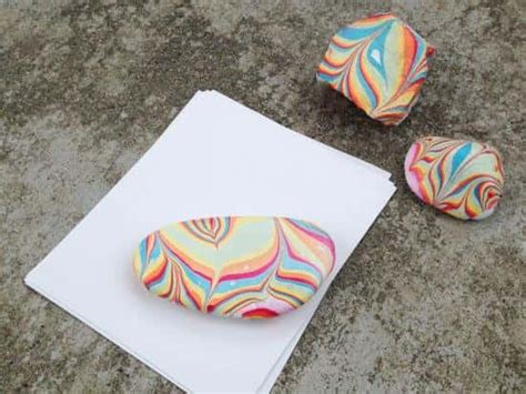 paper weight craft marbled paperweight by kiwi crate get steam stem projects