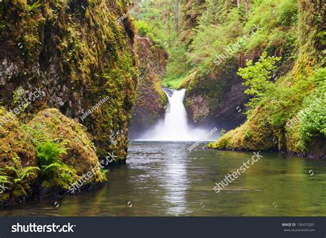 columbia river waterfalls near portland punchbowl falls in eagle creek near the columbia river