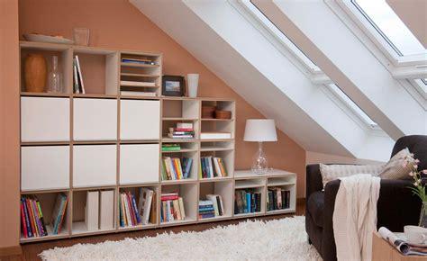 Kleine Dachgeschosswohnung Einrichten by Wohnung Mit Dachschr 228 Ge Chic Einrichten Raumideen Org