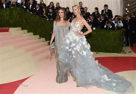 Metropolitan Mba Top Up by Light Up Gowns And Gladiators Met Gala Fashion Was Fierce