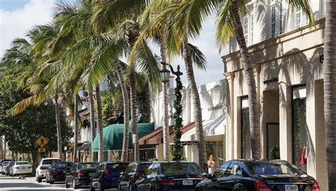 worth avenue haute shopping a look at palm beach s luxe worth avenue