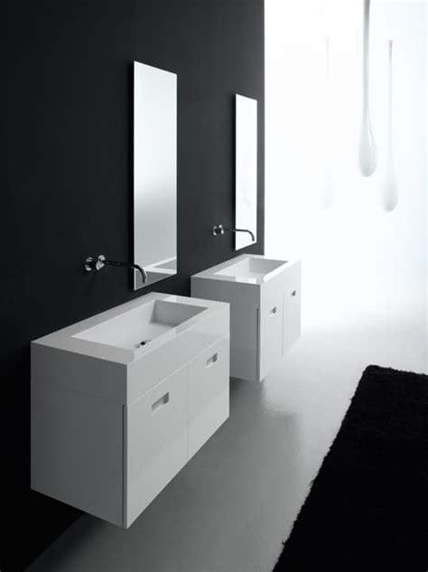 bad sets mit zwei waschbecken in recycelbarem material