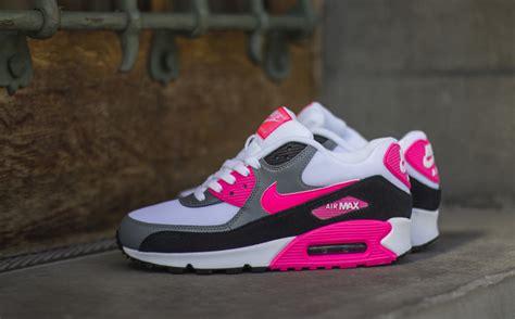 Nike Air Max 90 White Pink nike wmns air max 90 essential hyper pink sbd