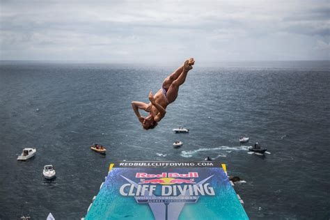 bull cliff dive gary hunt wins bull cliff diving portugal 2015