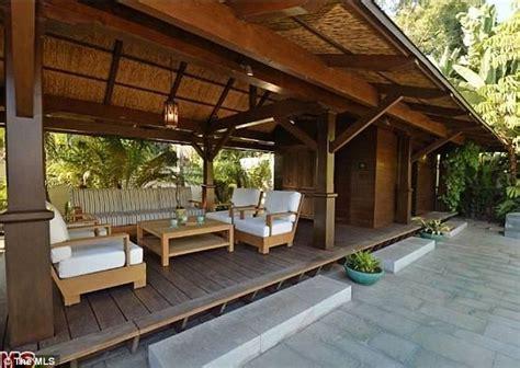 matt damon mansion miami beach living room luxuo celebrity news matt damon s pacific palisades mansion