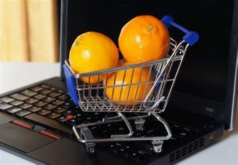 lebensmittel kaufen lebensmittel kaufen lizenzfreie fotos bilder