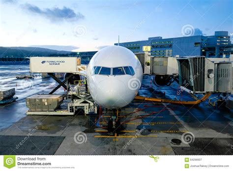 boarding san francisco flight boarding san francisco airport editorial photography image 64296607