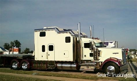 Large Truck Sleepers by 1000 Images About Big Rigs With Big Bunks On