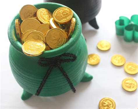 Diy Pipe Desk St Patrick S Day Pot Of Gold Chocolates The Craftables