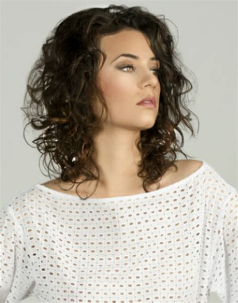 windblown look hair styles flaunt these 20 medium hairstyles for summer