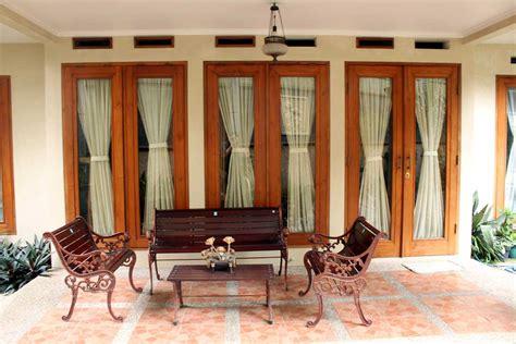 Kursi Depan Rumah Gallery Mulyasari Guest House Pasteur Bandung