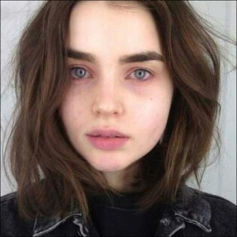 model with thick eyebrows on the hunt