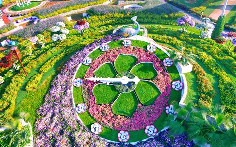 The S Garden the world s flower garden sits in the middle of a