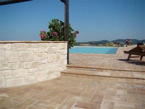 mattonelle per terrazzi come scegliere le piastrelle per terrazzi le piastrelle