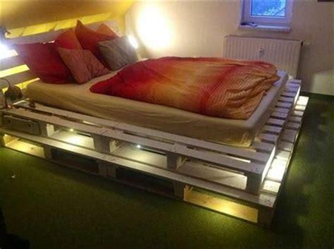 Bett Aus Paletten Beleuchtet by Bett Aus Paletten Selber Bauen Praktische Diy Ideen