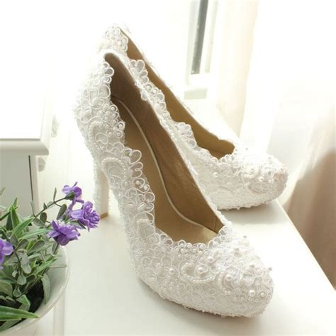 Wedding Dresses Shoes by What Shoes And Jewelry To Wear With Ivory Lace Wedding Dress