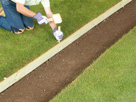 Laying Gravel In Backyard by How To Lay A Gravel Pathway How Tos Diy