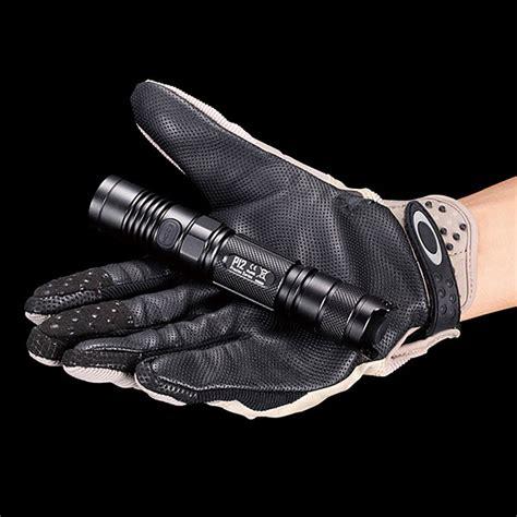 lumens flashlight chart nitecore p12 950 lumen tactical flashlight thinkgeek