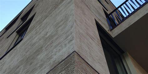 fassade horizontal modellierputz mineral 1 2 mm besen grob horizontal