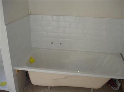coin baignoire de la salle de bain carrelage