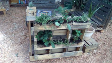 Do It Yourself Vertical Garden Do It Yourself Pallet Projects Seven Simple Designs