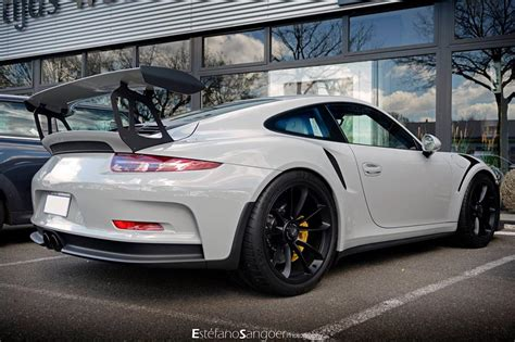 fashion grey porsche gt3 fashion grey porsche 991 gt3 rs spotted with guard dog