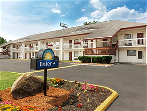 comfort inn and suites queensbury ny days inn queensbury lake george queensbury ny 12804