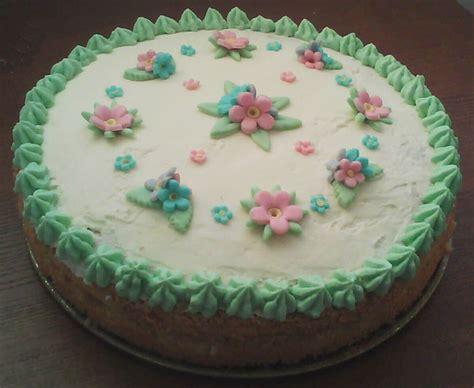 torte di pasta di zucchero con fiori torta con pasta di zucchero fiori ricette casalinghe