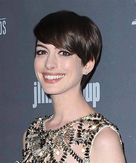 anne hathaway short hair 360 view anne hathaway short straight formal hairstyle dark brunette
