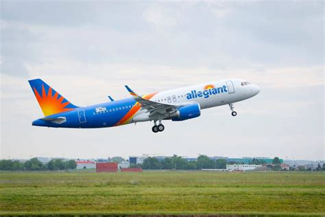cost to fly a low cost spirit and allegiant struggle to fly on time