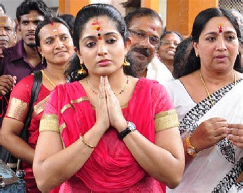 actor actress parents kavya madhavan family childhood photos celebrity family