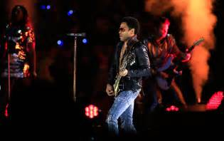Lenny kravitz ripped his pants on stage video
