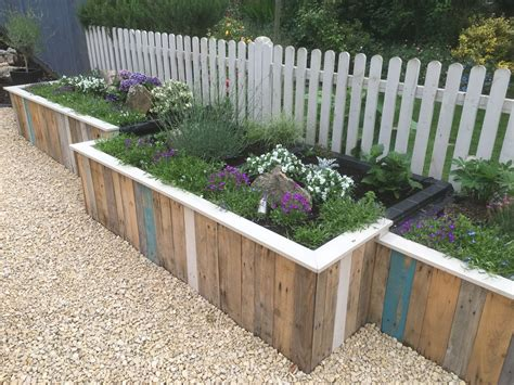 pallet flower bed raised pallet flower bed garden fun pinterest gardens