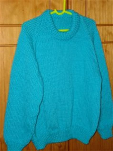 knitting pattern raglan jumper simple childs raglan 8 ply round neck jumper pattern