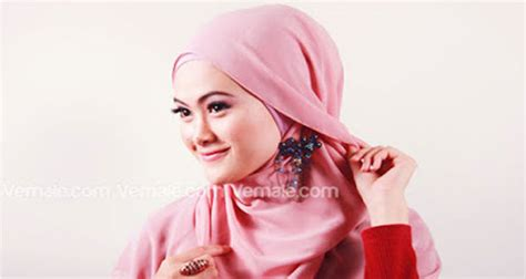 tutorial jilbab segi empat polos cara pakai jilbab segi empat polos yang simple dan modis