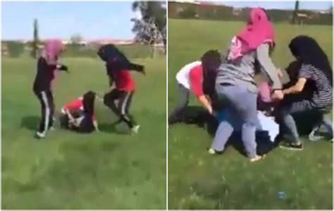 video sekumpulan pelajar perempuan buli rakan  padang
