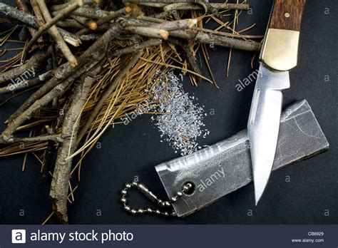 Pocket Of Tinder magnesium starter magnesium shavings pocket knife