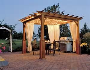 tonnelle de jardin avec rideaux une pergola bois quelques id 233 es inspirantes en photos archzine fr