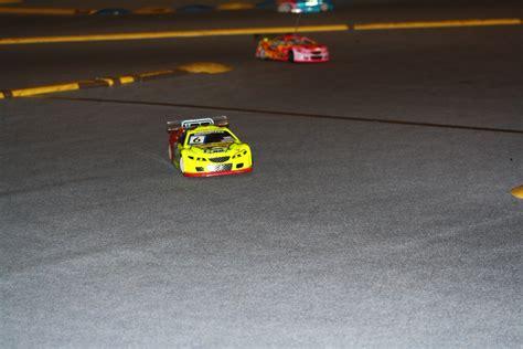 rc cars racing mobil cars file rc model car racing in hrotovice jpg wikimedia commons