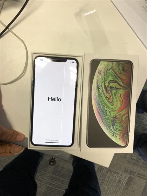 iphone xs max develops faulty green  display