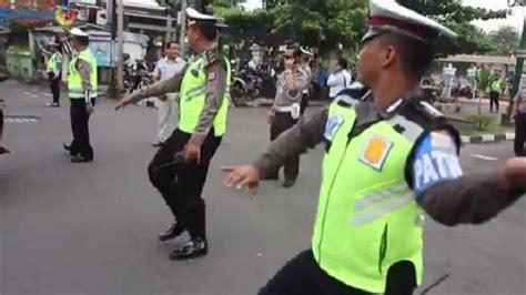 polisi lalu lintas diharapkan bekerja profesional modern dan terpercaya tribunnews