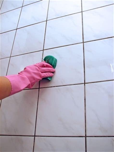 Wie Entfernt Kalk Fliesen 6945 kalk entfernen in der dusche so geht s richtig und effektiv