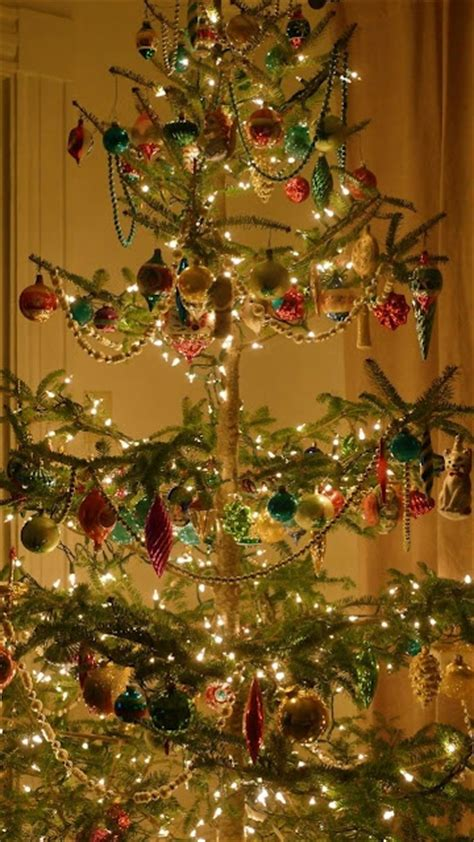 decorating a christmas tree to look old fashioned 40 beautiful vintage tree ideas digsdigs