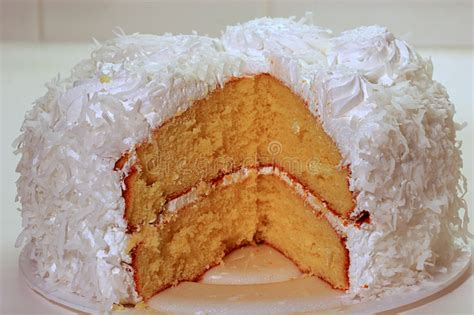 frischer kuchen frischer kokosnuss kuchen stockbild bild konditor