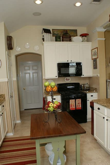 small kitchen redo ideas 25 best ideas about small kitchen redo on