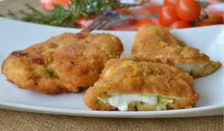 come cucinare i petti di pollo giallo zafferano cotolette di pollo al forno con zucchine e mozzarella
